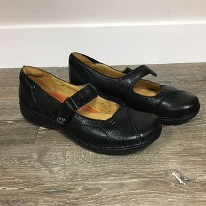 Clarks Unstructured flats, size 6.5.